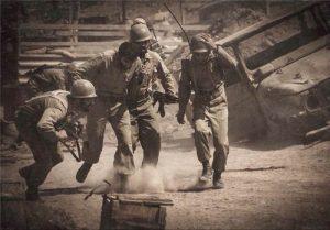 istadehdarghobar6-300x209 دانلود فیلم ایستاده در غبار